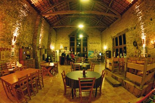 Au Chateau d'Eau Bar & Restaurant